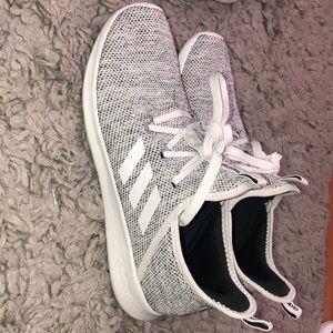 Adidas WOMENS cloudfoam shoe